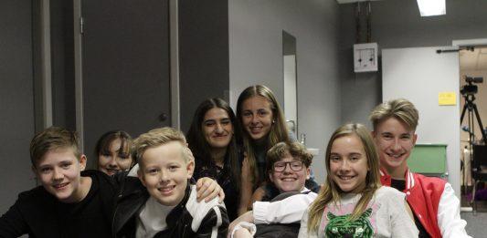 Finalistar: Edvard, Elida, Magnus, Solmaz, Oselie, Eirik, Ella og Sture. (Foto: Christian Wiik Gjerde)