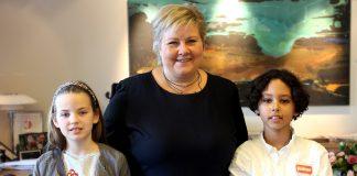Hakeem Iseh Skonnord (10) og Diana Semashkova (10) frå Majorstua skole fekk vere juniorjournalistar, då vi møtte statsminister Erna Solberg. Foto: Ragnhild Sofie Selstø/ Framtida junior