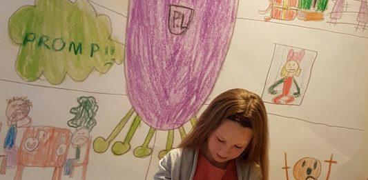 Kajsa Tvedten signerte bøkene sine på lanseringsfesten sin. Foto: privat