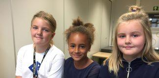 Frå venstre: Andrea I. V. Drangert-Hveding 10 år, Lilje Lopes Patey 11 år og Olivia Rødland 11 år. Ingen av desse jentene er bestevenner med kvarandre. Ikkje fordi dei ikkje likar kvarandre, men fordi ordet bestevenn blei for vanskeleg å forholde seg til.