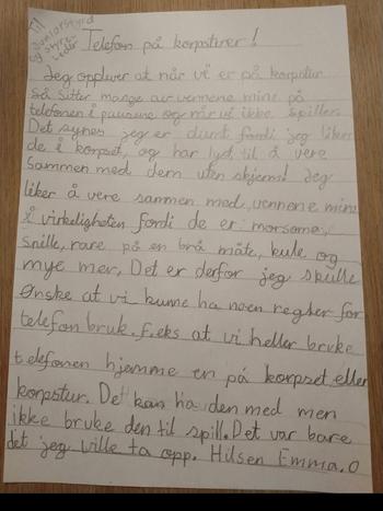 BREVET: Slik ser brevet som Emma skreiv til leiinga i korpset. Ho vil at det skal bli mindre bruk av mobil på øvinga. (Foto: Elin Skjeltorp)